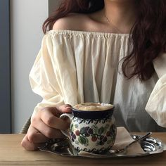Coffee, cream, and beige. A perfect combination. Tessa Gray, Style Japonais, Modern Disney, How To Pose, Disney Films, Beauty And The Beast, Ulzzang, Female, My Style