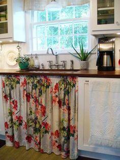 Kitchen Decor Shabby Chic Sinks Ideas For 2019 Vintage Kitchen Sink, Vintage Kitchen Curtains, Farmhouse Sink Kitchen, Rustic Kitchen, Kitchen Decor, Kitchen Cabinets, Farmhouse Chic, Kitchen Ideas, Kitchen Design