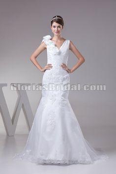 I like this white wedding dress!