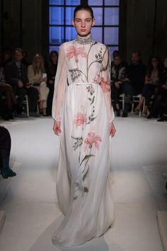 View the full Giambattista Valli Spring 2017 couture collection.