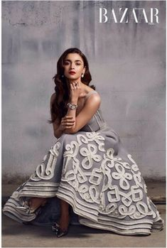 Madhuri Dixit Nene, Alia Bhatt and Sonakshi Sinha grace the cover of Harper's Bazaar India. Bollywood Fashion, Bollywood Actress, Alia Bhatt Photoshoot, Aalia Bhatt, Grey Gown, Alia Bhatt Cute, Indian Goddess, Vogue India, Stylish Girls Photos