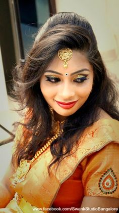 bridal jewelry for the radiant bride Saree Hairstyles, Indian Hairstyles, Wedding Hairstyles, Bridal Hairstyle, Indian Bridal Makeup, Indian Bridal Wear, Hair Color Auburn, Hair Color For Black Hair, Brunette Bob Haircut