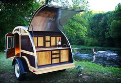 Silver Tears is a small company in Roanoke, Virginia that builds teardrop camper. In this post you'll be seeing their Woodie teardrop trailer. Tiny Trailers, Vintage Trailers, Camper Trailers, Travel Trailers, Vintage Campers, Jeep Jk, Teardrop Trailer, Teardrop Campers, Teardrop Caravan