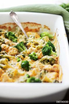 This Broccoli and Cheese Chicken Quinoa Casserole is a healthy dinner idea that will rock your taste buds! A light and creamy casserole filled with broccoli, chicken, quinoa and cheese! #quinoa #chicken #casserole