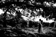 Bruidsfotografie silhouet bruidspaar bruiloft Brabant. Foto door Marijke Krekels Fotografie