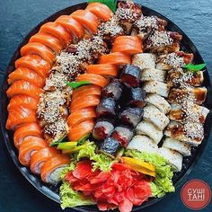 I Love Food, Good Food, Yummy Food, Sushi Recipes, Asian Recipes, Sushi Comida, Sushi Platter, Fast Food, Food Goals