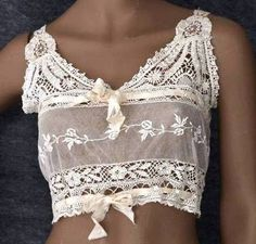 I SERIOUSLY DON'T THINK ONE COULD FIND ANYTHING MORE FEMININE THAN THIS SOO VERY PRETTY TOP, OUI !!