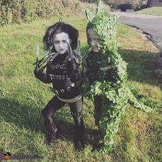 Jordan & Aubrey's favorite movie is Edward scissorhands! Aubrey is the good sport being the dinosaur bush! Tim Burton Halloween Costumes, Halloween Costume Contest, Cool Costumes, Costume Ideas, Family Halloween, Halloween 2020, Halloween Stuff, Diy Halloween, Edward Scissorhands Halloween Costume