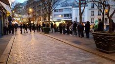 France – Plusieurs centaines de milliers de témoignages concordants confirment l'existence de petites boutiques qui vendraient des journaux en papier avec des informations imprimées dessus avec de l'encre. On soupçonnait leur existence, d'autres affirmaient qu'ils avaient disparu. Les kiosquiers ( /kjɔs.kje/ ) et les journaux en papier existent donc bel et bien.