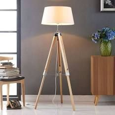 This type of bedside lamp is a remarkable design philosophy. This type of bedside lamp is a remarkable design philosophy. Painted Cupboards, White Cupboards, Scandinavian Lamps, Cupboard Lights, Farmhouse Lamps, Nightstand Lamp, Fabric Lampshade, Modern Floor Lamps, Tripod Lamp