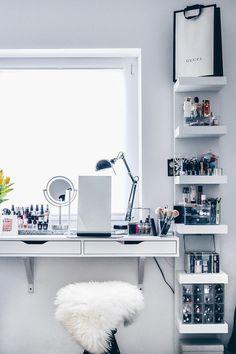 Meine neue Schminkecke inklusive praktischer Kosmetikaufbewahrung stelle ich euch heute im Beauty Magazin vor. Alle Details zur Schminktisch Aufbewahrung jetzt online!