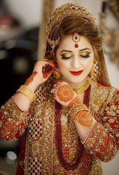 Discover thousands of images about 151 Top Bridal Photography wedding dress, Indian, Photography, Mahendi, Shaadi Asian Bridal Dresses, Pakistani Wedding Outfits, Wedding Dresses For Girls, Bridal Outfits, Pakistani Bridal Hairstyles, Pakistani Bridal Makeup, Bridal Lehenga, Bridal Mehndi, Indian Wedding Couple Photography