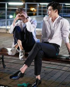 "Lee Jong Suk as Kang Chul Han Hyo Joo as Oh Yeon Joo drama ""w - two worlds"" . Han Hyo Joo Lee Jong Suk, Lee Jung Suk, Lee Jong Suk Cute, W Two Worlds Art, Between Two Worlds, W Kdrama, Kdrama Actors, Korean Celebrities, Korean Actors"