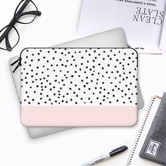 Pastel pink black watercolor polka dots pattern - Funda para Macbook