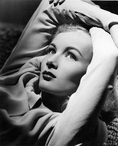 Veronica Lake epitomizes old Hollywood glamour