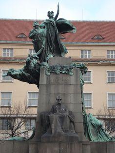 http://www.praguewelcome.cz/img/edee/photogallery/objects/678831/frantisek_palacky_monument1.jpg