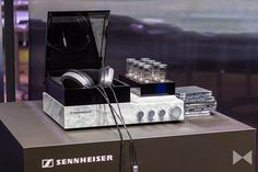 Ist der teuerste Kopfhörer der Welt auch gleich der beste Kopfhörer? Dieser Frage sind wir nachgegangen und haben uns den Sennheiser Orpheus 2 angehört. http://www.modernhifi.de/sennheiser-orpheus-2-test/