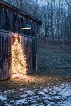 That Christmas feeling – a cozy Christmas – Vin'yet Etc. Christmas Scenes, Noel Christmas, Merry Little Christmas, Primitive Christmas, Country Christmas, Outdoor Christmas, Winter Christmas, Christmas Lights, Christmas Decorations