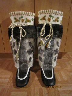 Inuit made sealskin kamiks by Gladis Gordon :) Northern Canada, Santa Boots, Beaded Shoes, Inuit Art, Woodland Christmas, Cultural Diversity, Sell Items, Steamer, Arctic