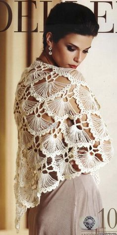 Los chales son maravillosas piezas que adornan cualquier mujer. Este magnífico chal está hecho de abanicos que le dan un conjunto muy elegante y hermoso. Vea los diagramas paso a paso para ser capa