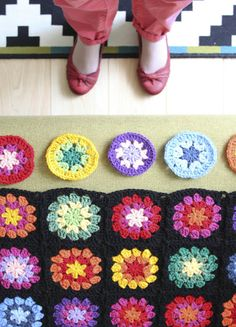 Nittybits: Seventies Granny Square Blanket Tutorial | the least time consuming of her 2 tutorials