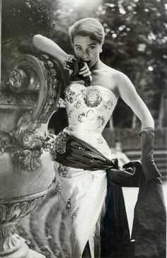 Dress by Maggy Rouff, 1952. Photo by Henry Clarke