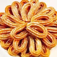 The churros are a typical dish for spanish breakfast or brunch. Read our recipe to prepare the churros with a cup of hot chocolate or coffee with milk. Beignets, Julian Recipe, European Breakfast, Small Meals, Dessert Recipes, Desserts, Snack, International Recipes, Love Food