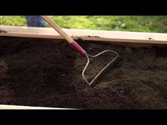 ▶ Troy-Bilt shares what type of soil is best for raised bed gardens, along with tips on how to mix and cultivate the soil.