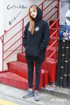 Korean Street Fashion 2018 #무신사 #KStreet #Akiwarinda Asian Street Style, Korean Street Fashion, Fashion 2018, Normcore, Sporty, My Style, Outfits, Stuff Stuff, Suits