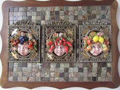 Três Bacos: cerâmica italiana sobre molduras de bronze em base de mosaico em mármore.