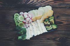 foodiesfeed.com_vegetables-cheese-plate