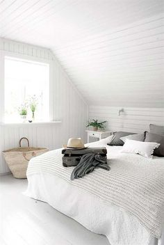 Bedroom cosy white attic rooms Ideas for 2019 Home Bedroom, Master Bedroom, Bedroom Decor, Bedroom Ideas, Bedroom Designs, Gray Bedroom, Swedish Bedroom, Trendy Bedroom, Seaside Bedroom