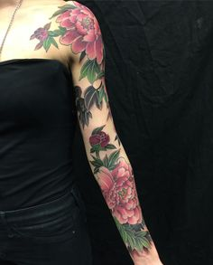 Sleeve on the super talent @debbiejonestattoos thanks very much for let me do that @blackgardentattoo @blackngoldlegacy