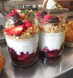 I didn't get one because that humongous wrap I had for lunch filled me up but how good do these berry, yoghurt & granola parfaits look? So tempting! Good work @coffeearchitects