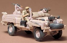 Tamiya British S.A.S Land Rover Pink Panther Great kit with lots of extras..