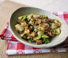 MEET MISO CABBAGE 肉みそキャベツ (ground pork) Ground Meat, Japanese Food, Japanese Recipes, Sausage, Good Food, Pork, Food And Drink, Cooking Recipes, Asian