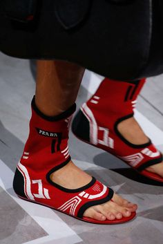 Prada, Primavera/Verano 2019, Milán, Womenswear Ugly Shoes, Hot Shoes, Sneakers Fashion, Shoes Sneakers, Cute Sandals, Prada Shoes, Wedge Boots, Formal Shoes, Shoes