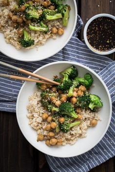 A simple, yet delicious Broccoli Chickpea Bowl that is topped with a homemade teriyaki sauce from the cookbook, The Pollan Family Table. 333 calories a serving with rice halved 58 calls sauce Vegetarian Recipes Hearty, Vegan Recipes, Cooking Recipes, Savoury Recipes, Vegan Food, Naturally Ella, Vegetarian Main Course, Clean Eating, Healthy Eating