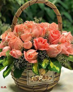The amazing secret of flowers is to give people joy!- The amazing secret of flowers is to give people joy! Basket Flower Arrangements, Creative Flower Arrangements, Beautiful Flower Arrangements, Floral Arrangements, Beautiful Flowers Wallpapers, Beautiful Rose Flowers, Amazing Flowers, Pretty Flowers, Orchid Flowers
