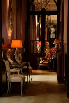 This is the feeling of the first Foyer English Country Manor, English House, English Style, English Countryside, Living Spaces, Living Room, Interior Decorating, Interior Design, Dark Interiors