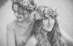 Lichtmädchen Fotografie | Portrait, Portraitshooting, Freundinnen, friends, Hippie, boho, flowers, black and white, schwarzweiß, spring, Frühling, outdoor, girls, vintage, Blumenkranz