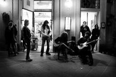 Festeggiamento dei 20 anni di attività nel 2012. Via Gramsci 20 a Volterra, Toscana
