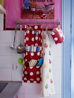 Stoffa a pois, ago e filo... ecco un portatutto da realizzare per la cucina!