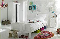 Landhausbett Schöner Platz zum Träumen...dieses geradlinige Landhausbett aus gestrichener Kiefer ist in verschiedenen Größen lieferbar.