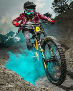 Mountain Biking Discover Keep Riding Mountain Bike Action, Mountain Bike Races, Bmx, Downhill Bike, Mtb Bike, Cycling Art, Cycling Bikes, Fully Bike, Montain Bike