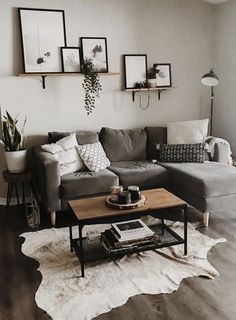35 Popular Small Living Room Decor Ideas On A Budget. If you are looking for Small Living Room Decor Ideas On A Budget, You come to the right place. Below are the Small Living Room Decor Ideas On A B. Small Apartment Living, Living Room On A Budget, Living Room Grey, Small Living Rooms, Living Room Modern, Small Living Room Designs, Bedroom Small, Trendy Bedroom, Living Room Ideas With Grey Couch