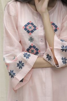 Sleeves Designs For Dresses, Dress Neck Designs, Stylish Dress Designs, Sleeve Designs, Simple Kurta Designs, Kurta Designs Women, Salwar Designs, Kurti Embroidery Design, Embroidery Fashion