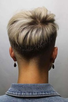 Pixie With Faded Back And Sides ❤️ Our collection of short hair trends 2018 will surprise you. You will see all the faves among celebrities: undercut, pixie cuts, bobs and other popular haircuts. Get inspired for your own latest short cut. Cool Short Hairstyles, Short Pixie Haircuts, Pixie Hairstyles, Haircut Short, Fade Haircut, Teenage Hairstyles, Bob Haircuts, Medium Hairstyles, Wedding Hairstyles