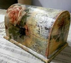 Pequeño baúl con decoupage Decoupage Box, Altered Boxes, Box Art, Hope Chest, Painted Furniture, Decorative Boxes, Arts And Crafts, Fancy, Anastasia