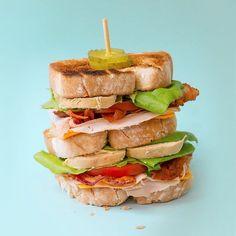 Club Sandwich  una receta deliciosa para este día del padre te dejo el link de la receta arriba en la bio  @smeg_mexico #chokolatpimienta #cocina #yummy #bloggerchef #foodie #food #foodpic #foodblog #foodgasm #foodshare #amomismeg #yum #diadelpadre #clubsandwich #recipe #foodstylist #foodphotography